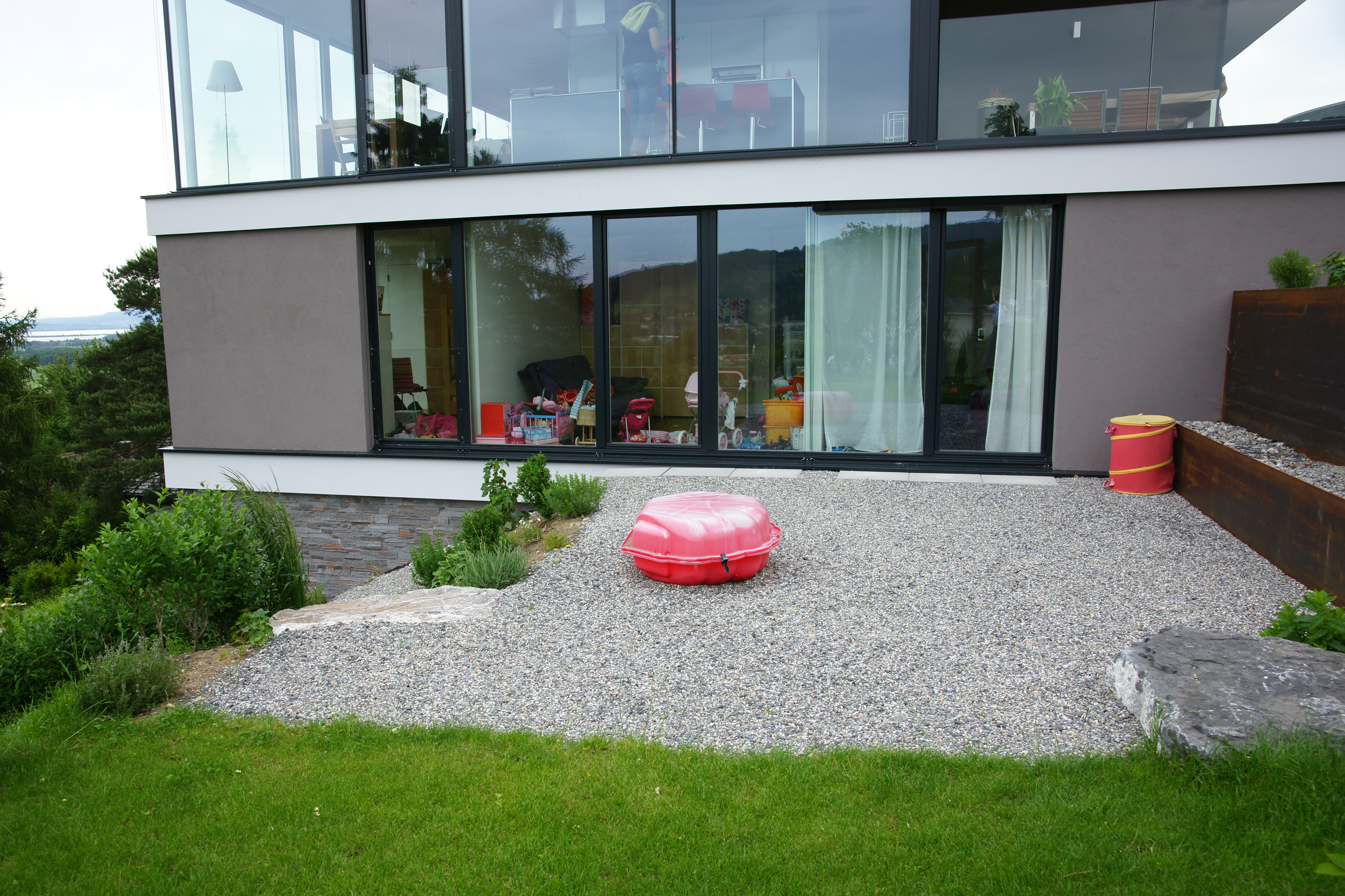 hausfassaden modern interior design und m bel ideen. Black Bedroom Furniture Sets. Home Design Ideas