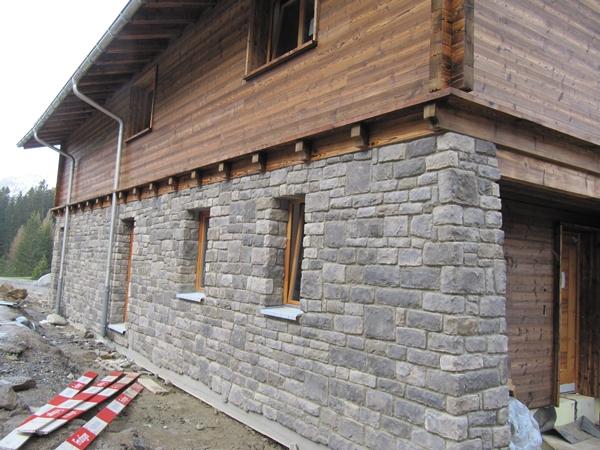 priv alpine lodge lenzerheide mit steinfassaden von art. Black Bedroom Furniture Sets. Home Design Ideas