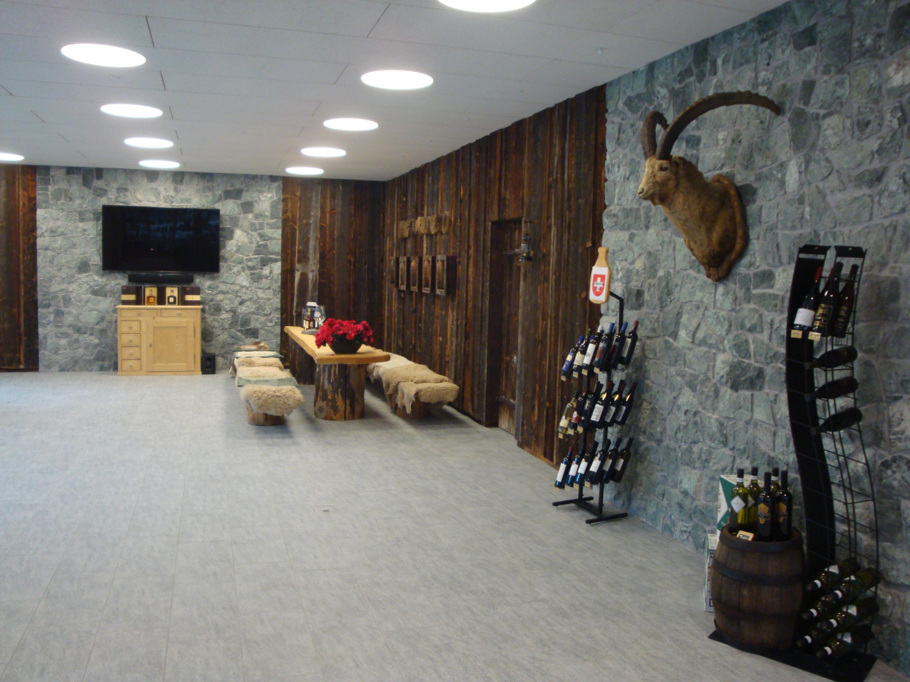 steinwand bei der distillerie kindschi in schiers art stonesnews. Black Bedroom Furniture Sets. Home Design Ideas